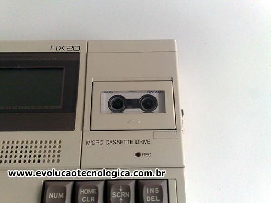 Epson HX-20 (detalhe do gravador de mini fita cassete)